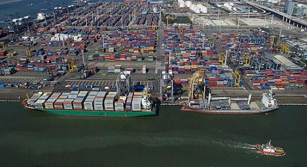 Perbedaan tarif CHC di Priok untungkan kapal asing