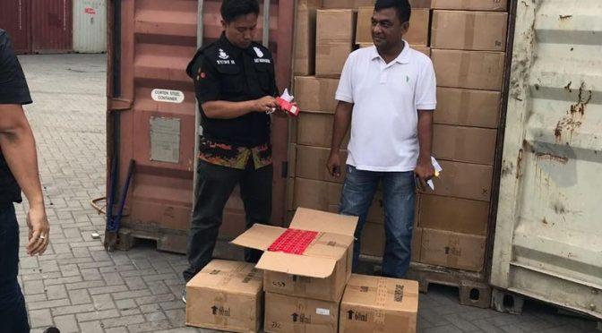 BC & Polisi amankan 3 kontainer isi kosmetik & seprai ilegal