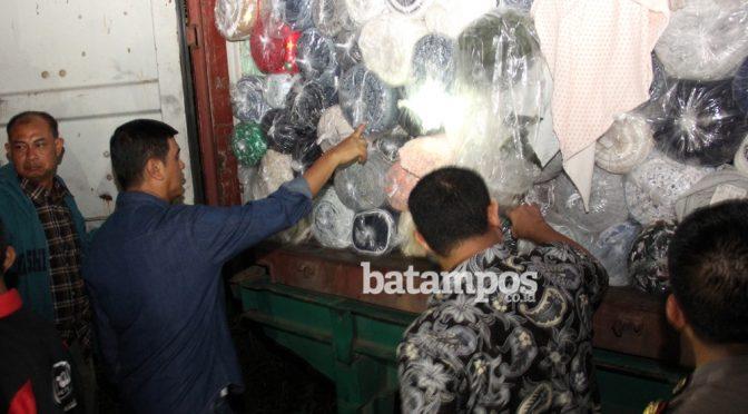 Tekstil impor asal Cina tujuan Jakarta dibongkar di Batam